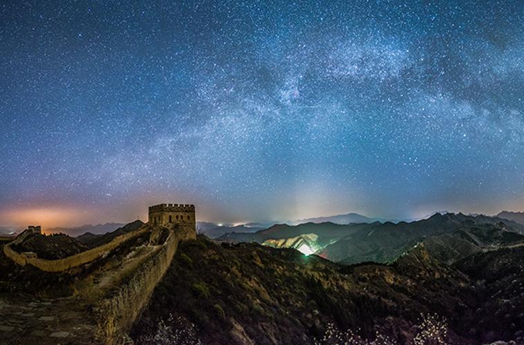 杏花和星光下的金山岭长城 拍摄地:金山岭长城