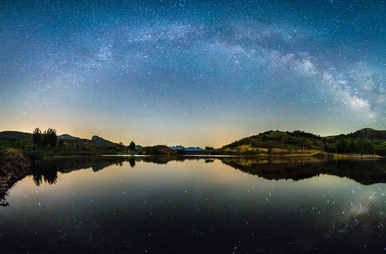 水面倒影的星空